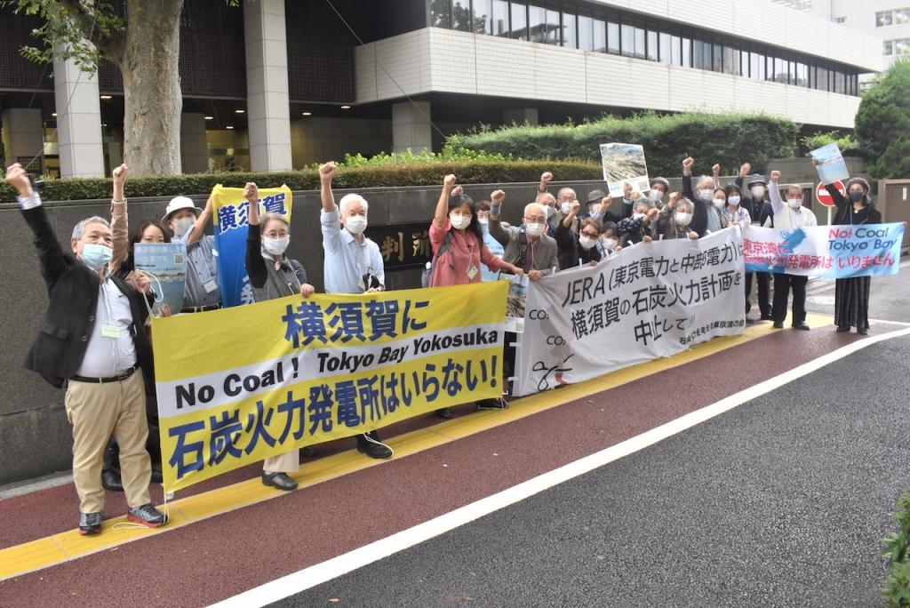 開廷前。今回は横須賀からの訴訟原告の他、横須賀市内外から初の傍聴参加者も多かった。